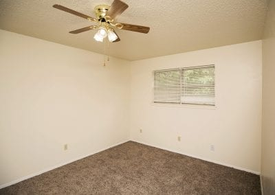 western-oaks-pet-friendly-bedroom